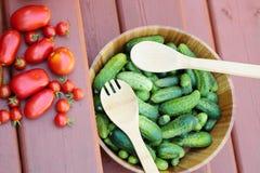 Zusammenstellung von Tomaten und von Gurken Lizenzfreie Stockfotos