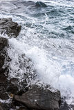 Zusammenstoßende Meereswellen stockbilder