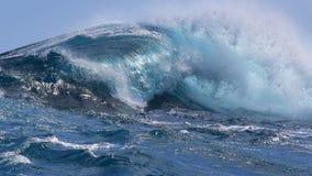 Zusammenstoßende Welle lizenzfreie stockbilder