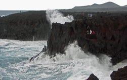 Zusammenstoßende Wellen Los Hervideros Lanzarote Stockfotografie