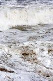 Zusammenstoßende Wellen vertikal Stockbild