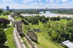 Zusammenströmen von Donau und von Save in Belgrad Lizenzfreies Stockfoto