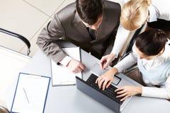 Zusammenwirkende Leute Lizenzfreie Stockfotos