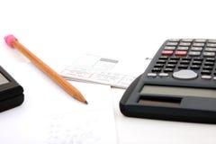 Zusammenzählen die Rechnungen Stockbild