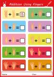Zusatz unter Verwendung der Finger, Mathearbeitsblatt für Kinder stockbild