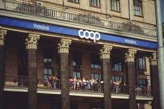 Zuschauer auf dem Balkon Stockbild