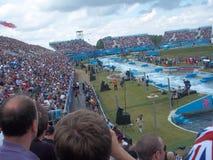 Zuschauer passen das Kayak fahren bei London-Olympics 2012 auf Stockbild