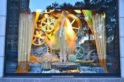 Zuschaueransichtfeiertags-Fensteranzeige bei Bergdorf Goodman in NYC Lizenzfreies Stockbild