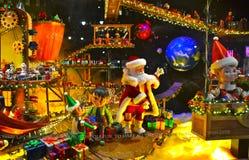 Zuschaueransichtfeiertags-Fensteranzeige bei MACY'S in NYC Lizenzfreies Stockfoto