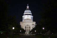Zustand-Kapitol-Gebäude nachts in im Stadtzentrum gelegenem Austin, Texas lizenzfreie stockfotos