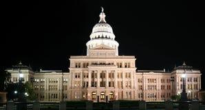 Zustand-Kapitol-Gebäude nachts in im Stadtzentrum gelegenem Austin, Texas stockbilder
