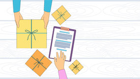 Zustelldienst-Paket-Kasten, der Kurier Hands Customer Sign herauf leeren Kopien-Raum empfängt Lizenzfreie Stockbilder
