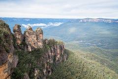 Zuster Drie een iconische rotsvorming van Blauw bergen nationaal park, Nieuw Zuid-Wales, Australië stock foto