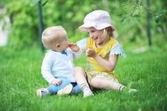 Zuster en broer Royalty-vrije Stock Afbeelding