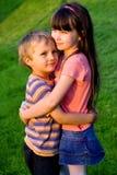 Zuster met broer stock afbeeldingen