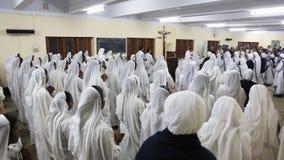 Zusters van de Missionarissen van Liefdadigheid bij Massa in de kapel van het Moederhuis, Kolkata Royalty-vrije Stock Fotografie