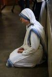 Zusters van de Missionarissen van Liefdadigheid bij Massa in de kapel van het Moederhuis, Kolkata Stock Afbeelding