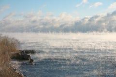 Zutage treten im Nebel Stockfotografie