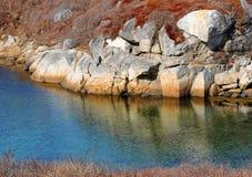 Zutageliegen und Wasser Stockbilder