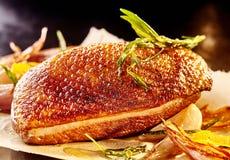 Zutritt der Hühnerentenbrust und des gekochten Gemüses stockfotografie