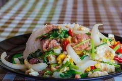 Zuur die varkensvlees met rijst wordt gebraden Royalty-vrije Stock Afbeeldingen
