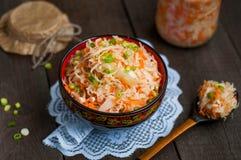 Zuurkool met wortelen Royalty-vrije Stock Afbeeldingen