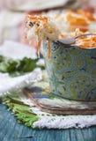 Zuurkool of zure kool in rustieke stijl Russische keuken Stock Foto's