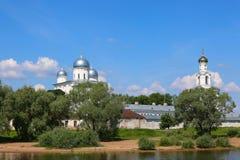 Zverin-Pokrovsky kloster i Novgorod Royaltyfri Fotografi