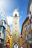 Zwölferturm塔在老镇维皮泰诺Vipiteno,南蒂罗尔,意大利 免版税图库摄影