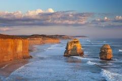 Zwölf Apostel auf der großen Ozean-Straße, Australien bei Sonnenuntergang Lizenzfreies Stockfoto