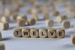 Zwölf - Würfel mit Buchstaben, Zeichen mit hölzernen Würfeln Stockfotografie