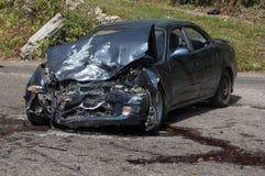 Zwaar beschadigd motorvoertuig als resuslt van een botsing royalty-vrije stock fotografie