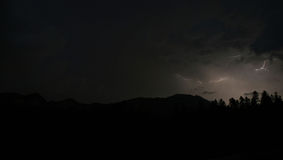 Zwaar bliksemonweer over Brasov, Roemenië Stock Afbeeldingen