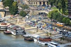 Zwaar Verkeer bij de Rivieroever van Donau, Boedapest, Hongarije Stock Afbeeldingen