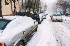 Zwaar verkeer tijdens de winter Stock Foto's