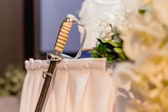 zwaard voor gesneden huwelijkscake, de toebehorenhulpmiddel van de huwelijksceremonie, wij royalty-vrije stock foto's