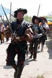 Zwaardvechters van de renaissance de Eerlijke parade Stock Afbeelding