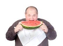 Zwaarlijvige mens die watermeloen eet Royalty-vrije Stock Afbeeldingen