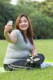 Zwaarlijvige vrouwen selfie Stock Afbeeldingen
