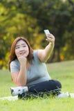Zwaarlijvige vrouwen selfie Stock Foto's