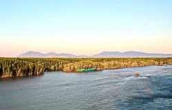 Zwalniać naczynie w porcie Saigon, Wietnam Mekong rzeka Widoki kuszetki, brzeg rzecy i statki, holowniki zdjęcia royalty free
