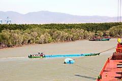 Zwalniać naczynie w porcie Saigon, Wietnam Mekong rzeka Widoki kuszetki, brzeg rzecy i statki, holowniki obraz stock