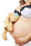 Zwanger meisje dat haar buik toont Royalty-vrije Stock Foto's