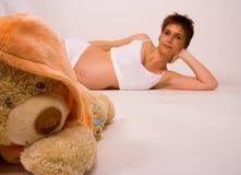 Zwanger met beer Royalty-vrije Stock Foto's