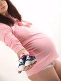 Zwanger met schoen Stock Afbeeldingen