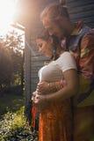 Zwanger paar Stock Fotografie