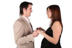 Zwanger paar van aangezicht tot aangezicht Royalty-vrije Stock Afbeeldingen