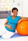 Zwangere Afrikaanse vrouw Stock Afbeelding