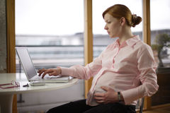 Zwangere en het werk variaties Stock Foto's