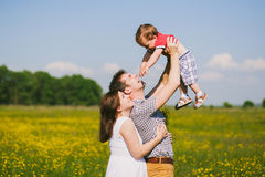 Zwangere familie van drie in verwachting van baby Royalty-vrije Stock Foto